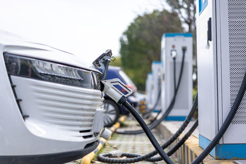 Druk op openbare laadpalen voor elektrische auto's neemt sterk toe